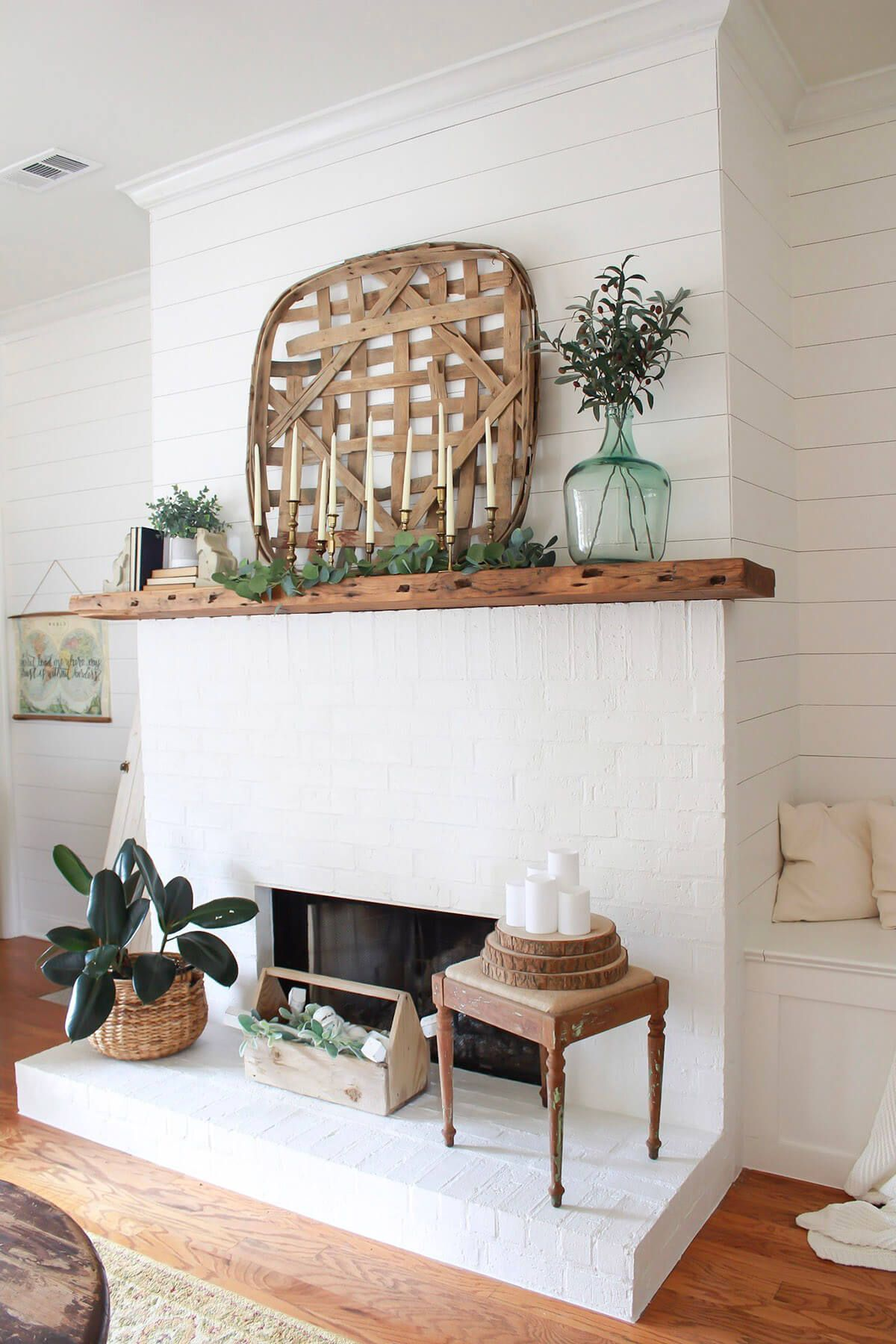 36 Lovely Farmhouse Plant Decor Ideas To Add A Touch Of Nature To Your Interior Plant Decor Vintage Decor Farmhouse Decor