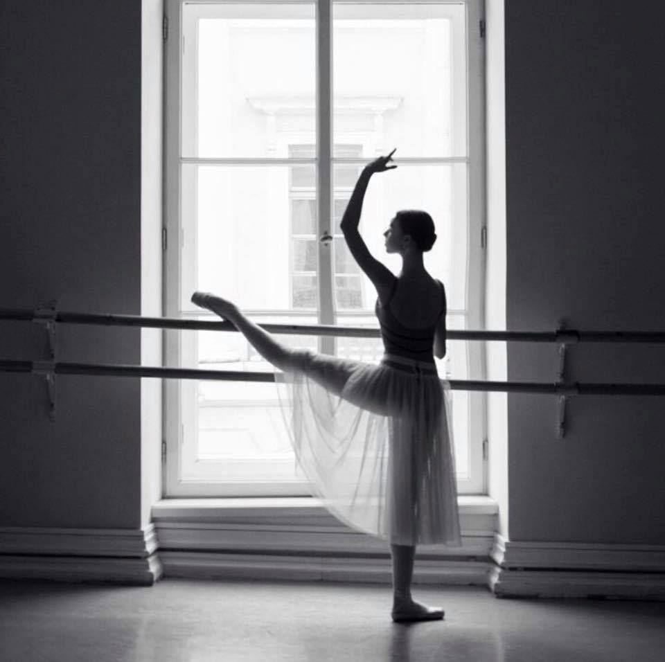 Картинки балерин со стулом