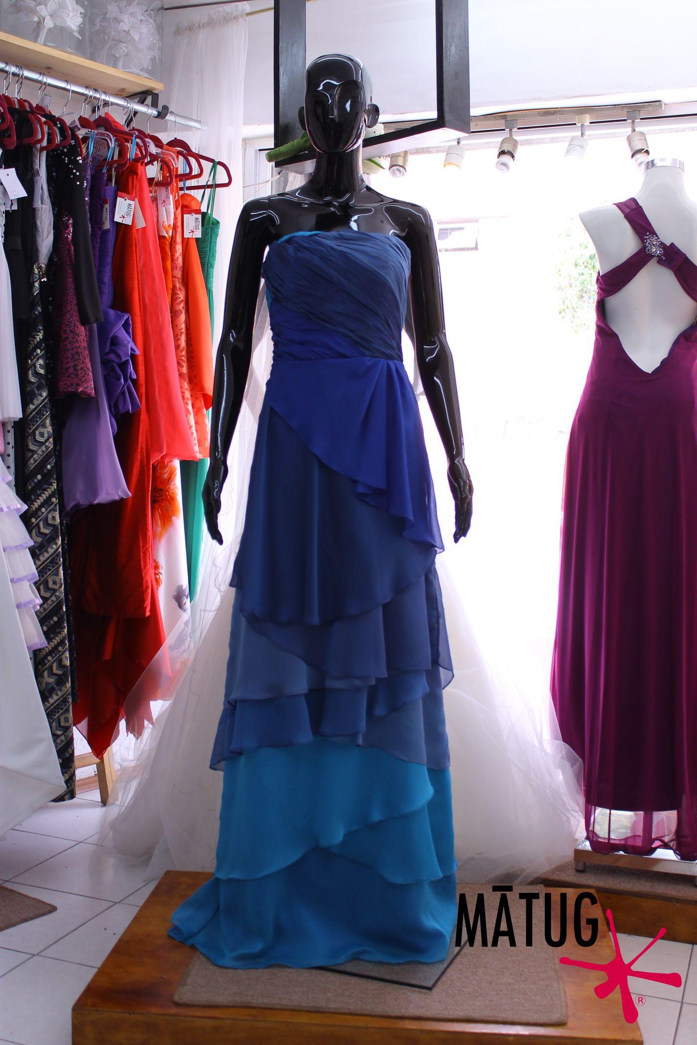 51ff30607 Vestido de fiesta largo con olanes en tonos de azul  matug  moda ...