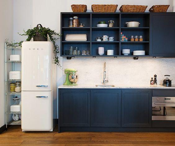 frigo smeg inspirations et id es d 39 am nagement d co frigo smeg cuisine gris anthracite et smeg. Black Bedroom Furniture Sets. Home Design Ideas