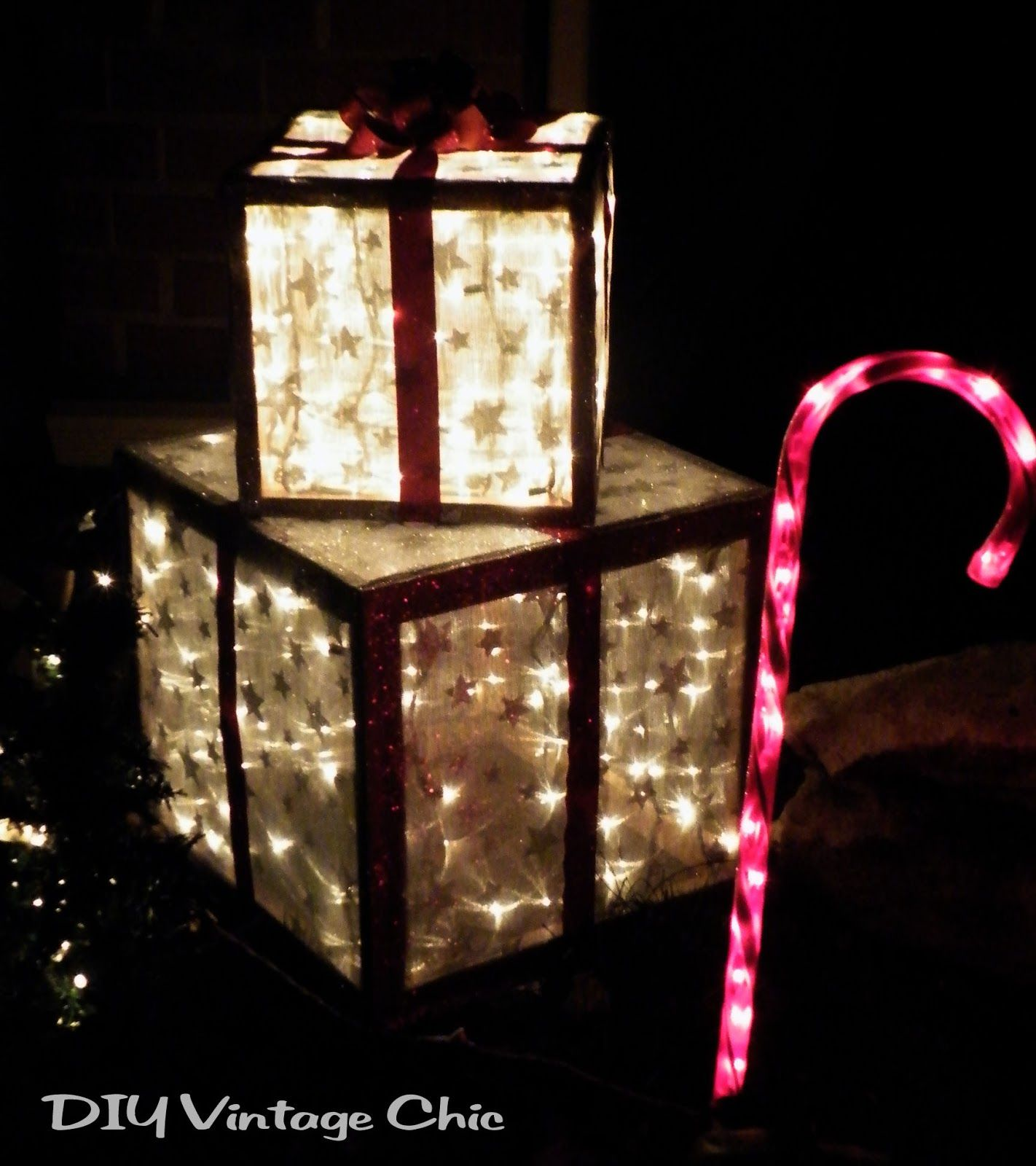 How To Make Lighted Outdoor Gifts For Christmas Porch Decor   DIY Vintage  Chic Via @