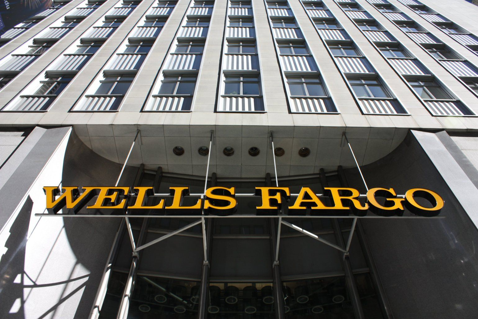Feds order wells fargo to rehire whistleblower who