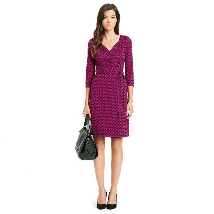 55a2dc50b Dresses that show off your curves Clothes Men Wish Women Would Wear ...