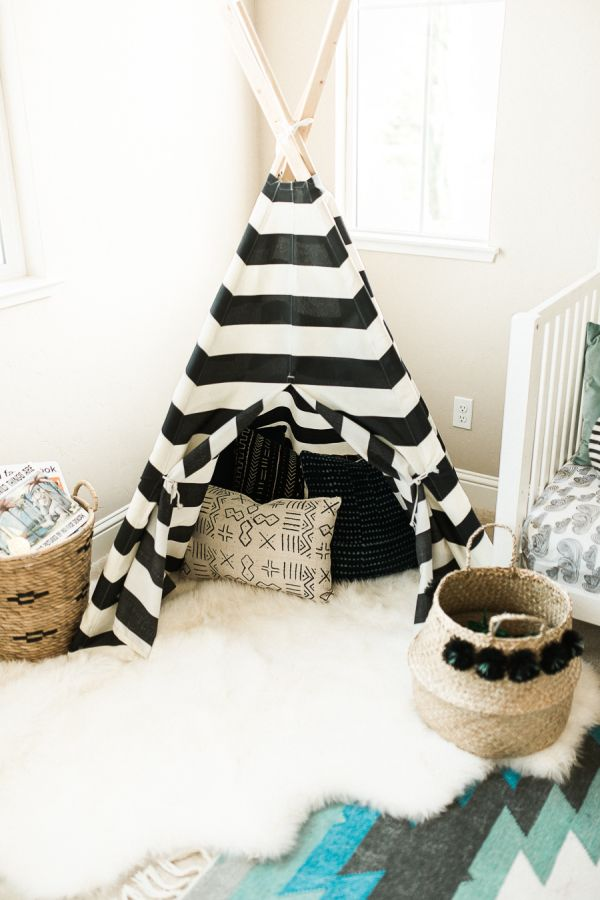 Adorable southwest inspired kid's bedroom: http://www.stylemepretty.com/living/2016/01/25/modern-bohemian-california-home-tour/ | Photography: Daphne Mae - http://www.daphnemaephotography.com/