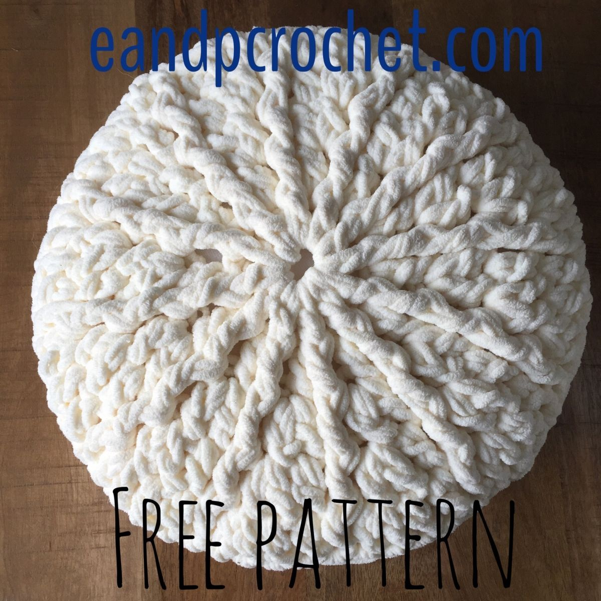 Pattern:Chunky round crochet pillow - Evelyn And Peter Crochet ...