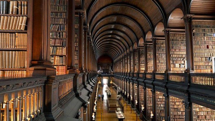Conoce A La Biblioteca Con 300 Años De Antigüedad Con Más Libros De Irlanda Bibliotecas Viejas Biblioteca Nacional De Francia Bóveda De Cañón
