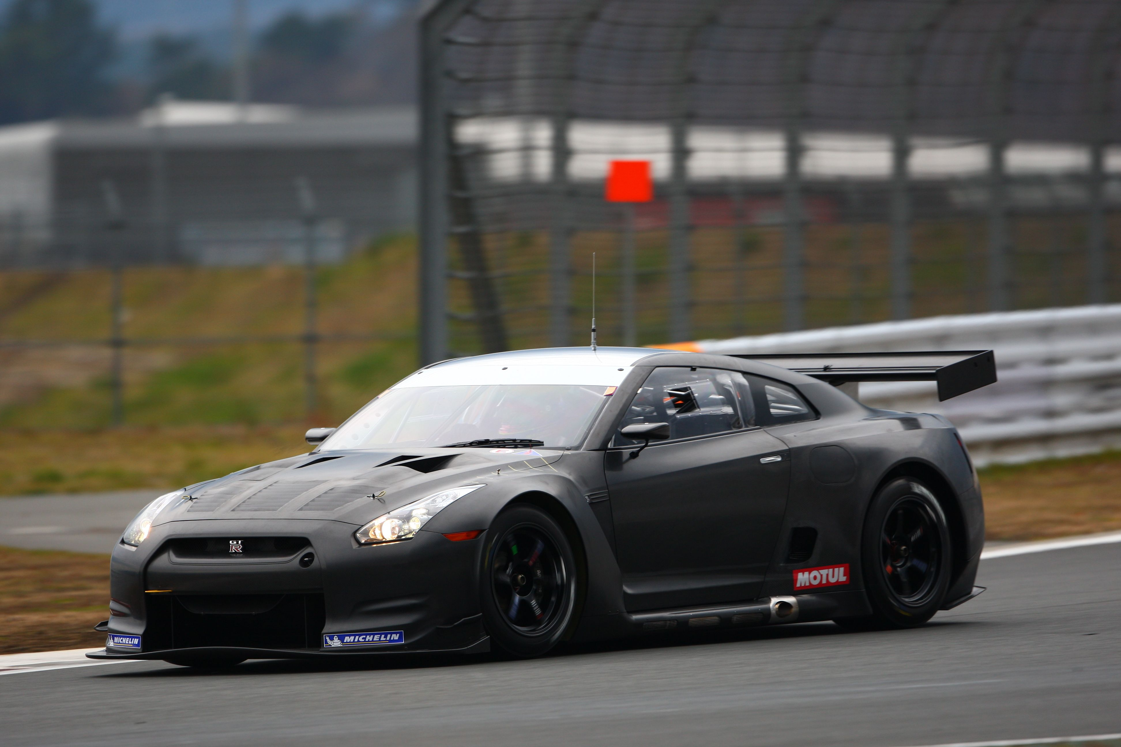 6 2013 Nissan GT R R35 0 100 km h or 0 60 mph 2 7 seconds