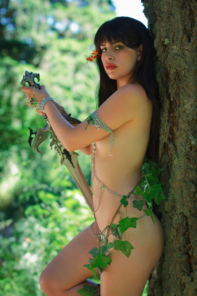 Speaking, Poison ivy doll nude exist?