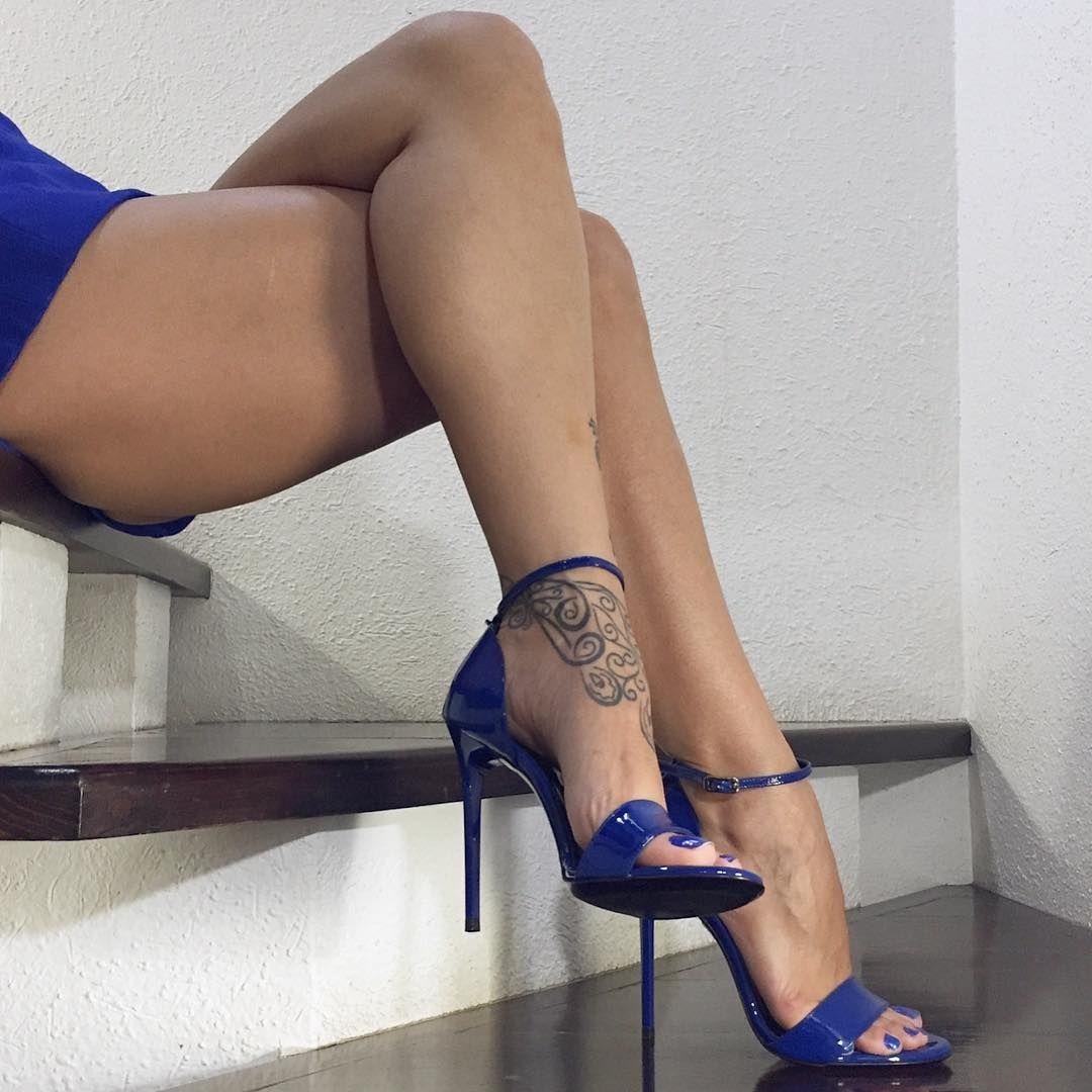 Best celebrity legs in high heels