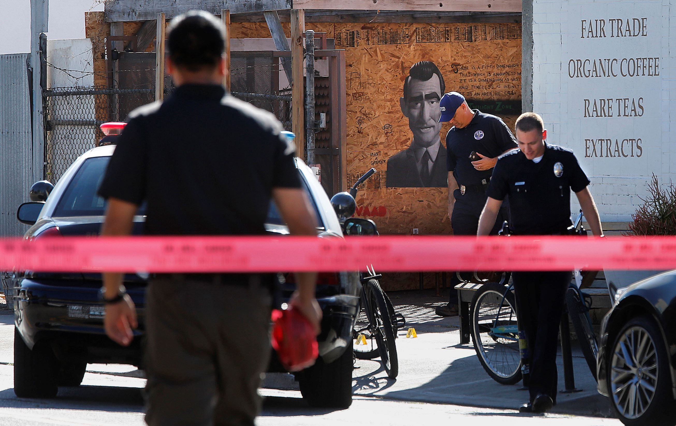 Man Shot By Lapd Outside Venice Coffee Shop Dies Coffee Shop Men S Shooting The Outsiders
