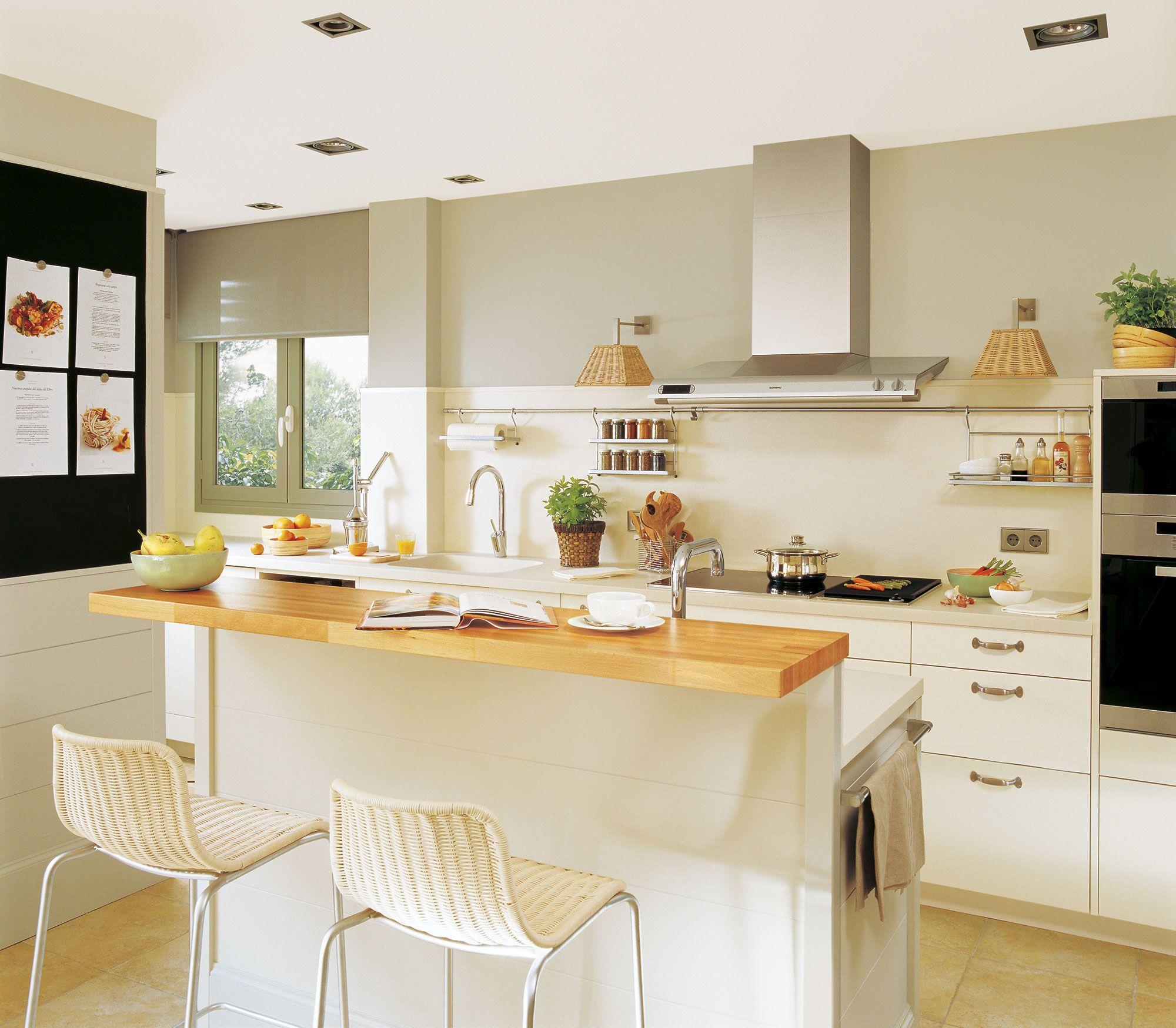 Desayuno, comida o cena en la cocina | Cocina con isla, Cocinas con ...