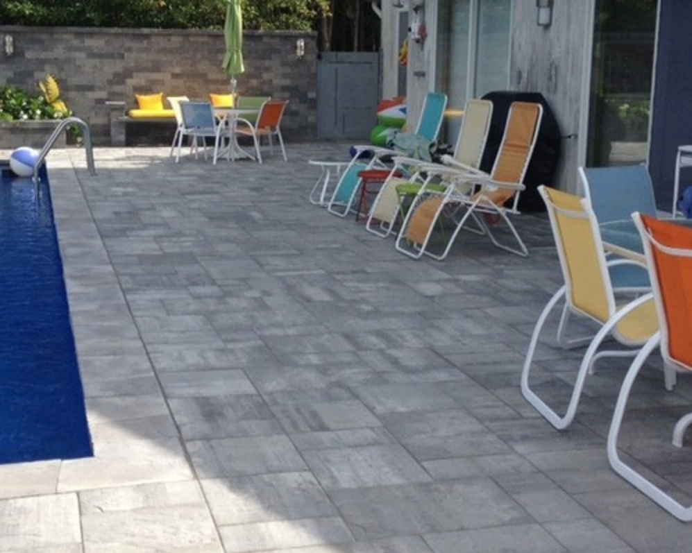 Cambridge pavingstones wall systems color options - This Beautiful New York Backyard Was Created By Triumph Pavers Using The Following Products Pavingstones