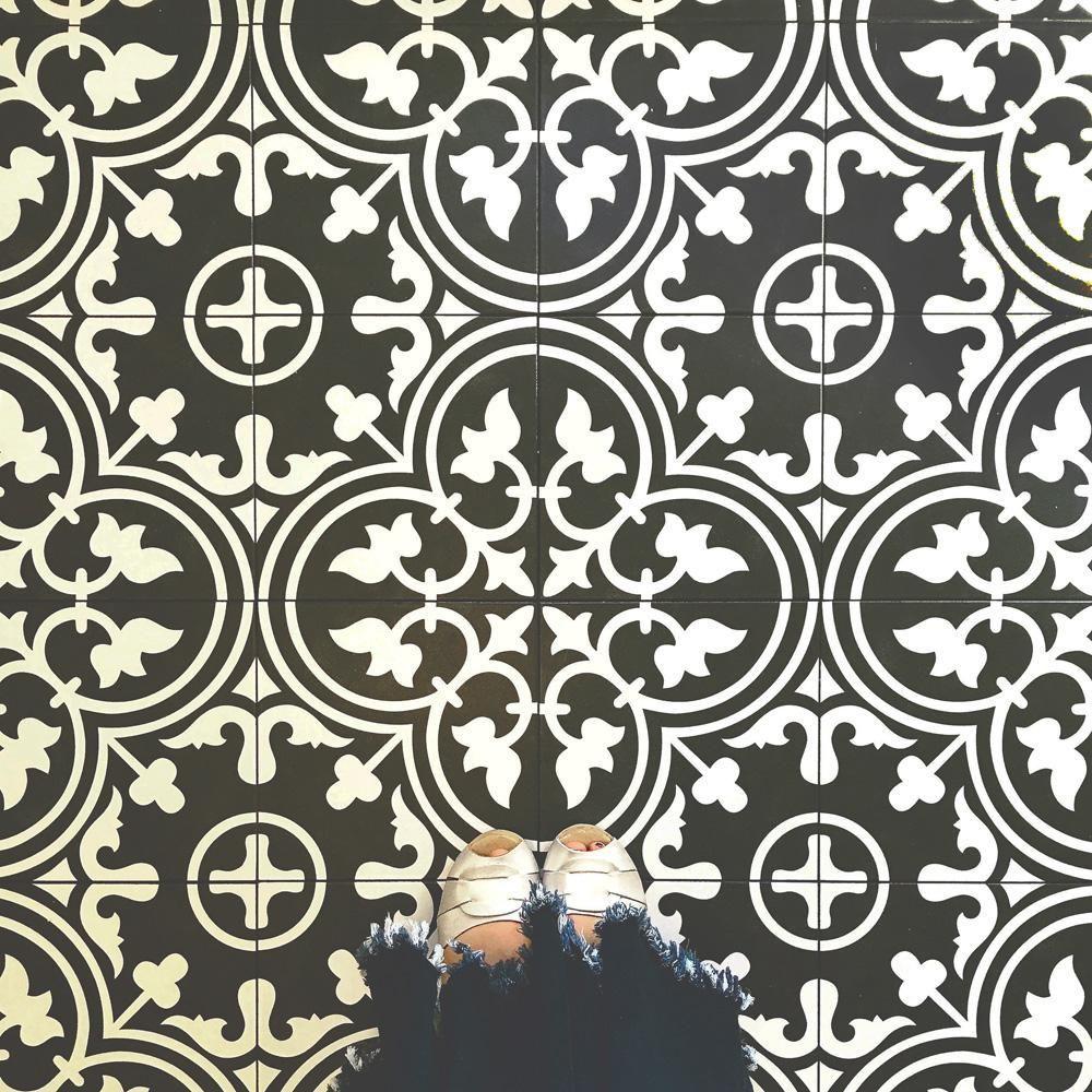 Merola Tile Arte Black Encaustic 9-3 / 4 Zoll x 9-3 / 4 Zoll Porzellan Boden- und Wandfliesen (11,11 sq. Ft. / Gehäuse) -FCD10ARB - The Home Depot, #Arte #Black #Boden #Depot #Encaustic #FCD10ARB #Gehäuse #Home #Merola #Porzellan #Tile #und #Wandfliesen #Zoll