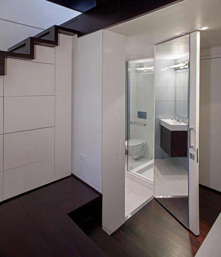 idée aménagement studio, escalier avec rangements intégrés ...