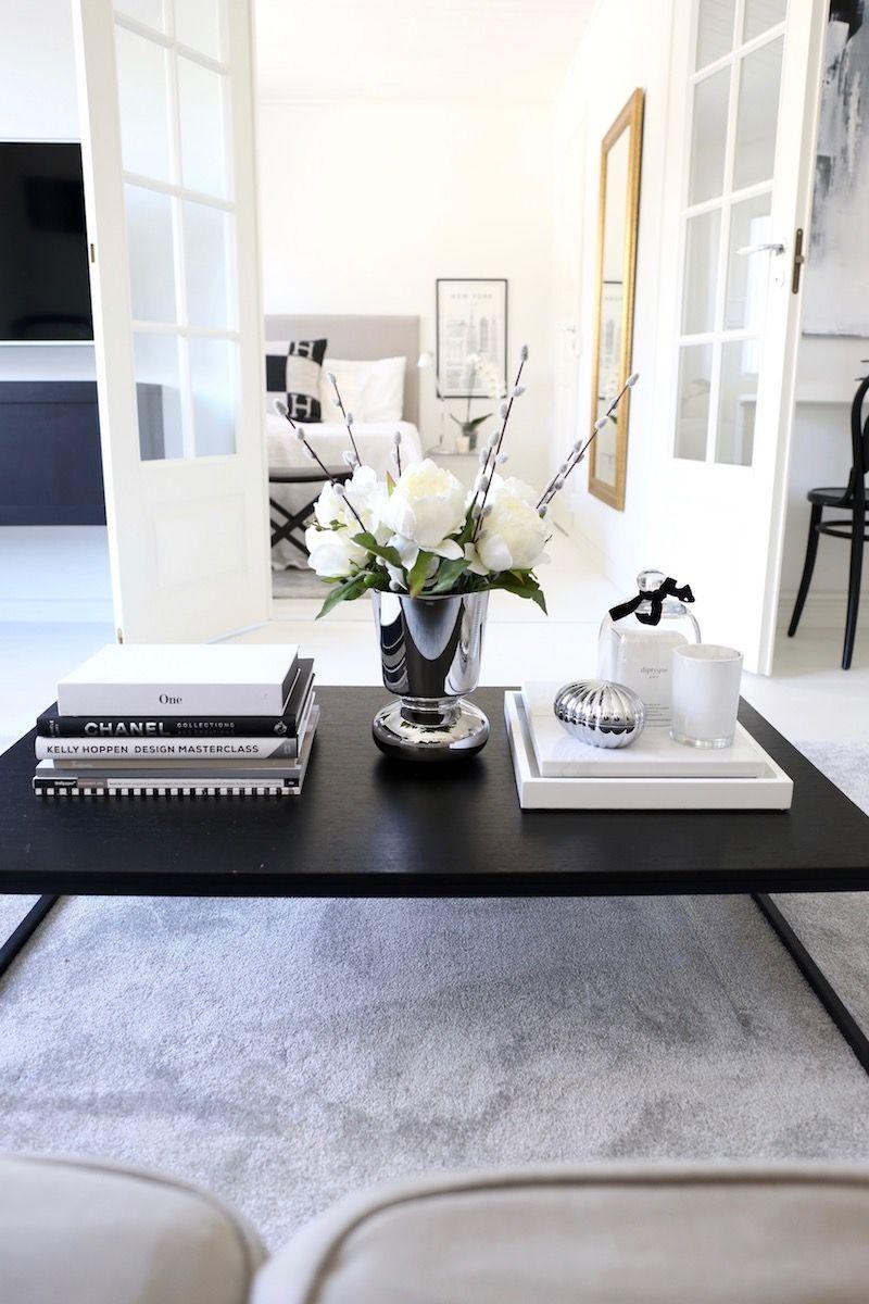 Modernin Klassinen Paasiaissisustus Onko Sellaista Homevialaura Table Decor Living Room Coffee Table Books Decor Classic Home Decor