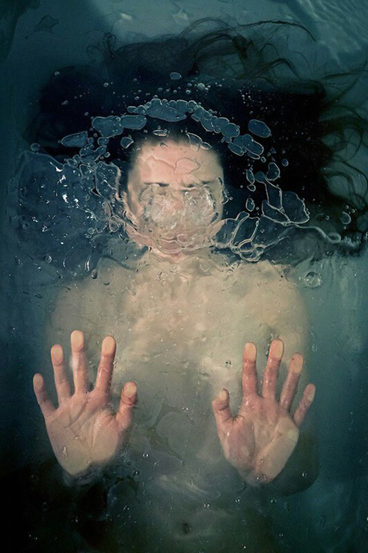 This underwater/behind-glass image by New York-based photographer ...