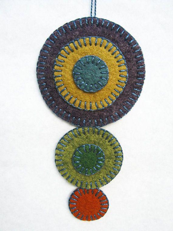 "TM-10 /""Thread Song/"" Traditional Diamond Penny Rug Needlework Pattern"