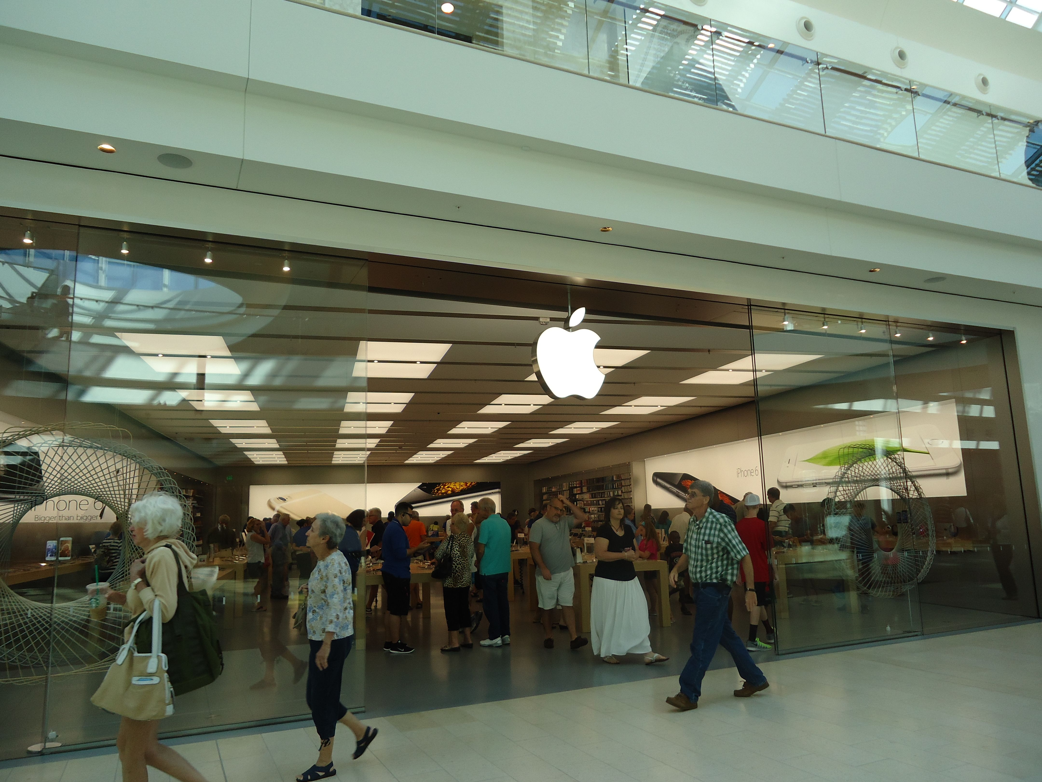 New Apple Store at the Mall at University Town Center Sarasota ...