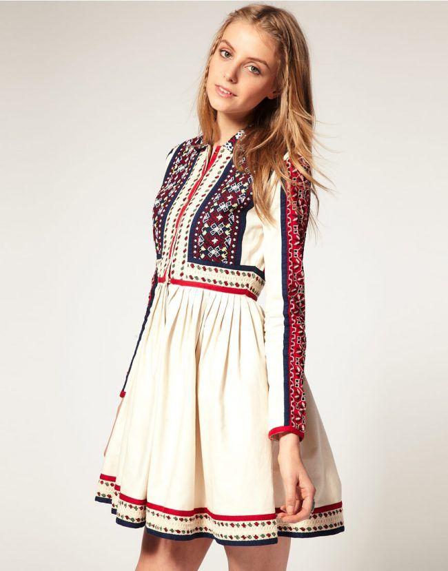 Огромной популярностью пользуются платья-рубашки с этническими мотивами