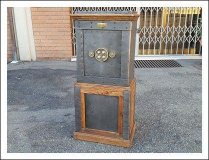 Credenza Con Chiavi : Cassaforte in ferro e legno completa di chiavi serrature