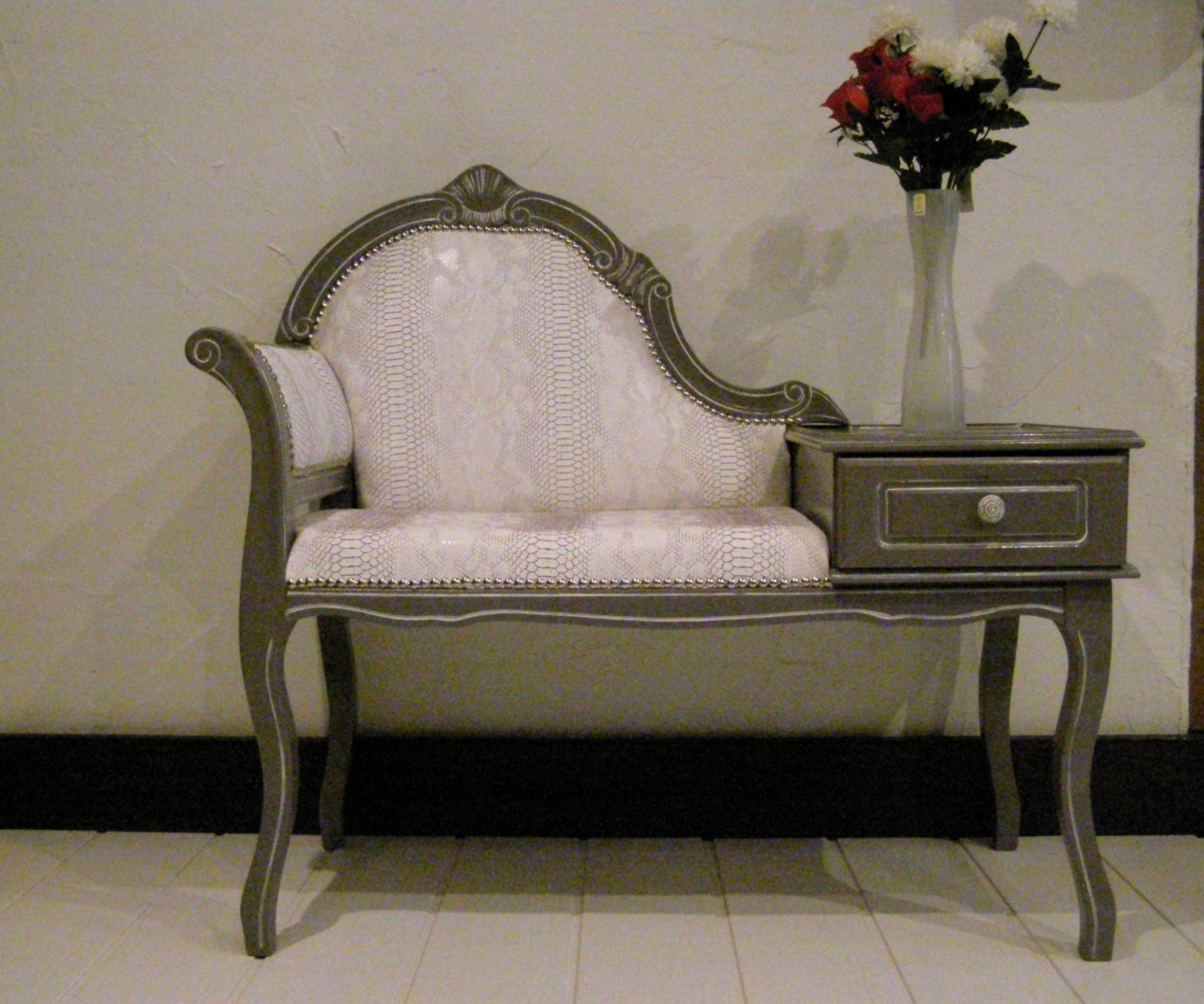 Petit meuble t l phone vintage enti rement restaur et relook il est recouvert de simili cuir - Meuble ancien restaure ...