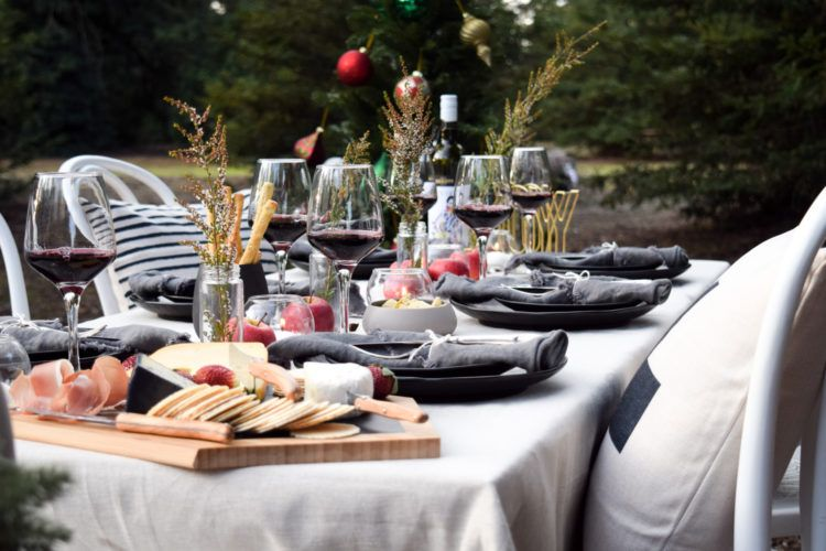 Your Guide To Hosting Christmas In July In Australia Decorating Menu And More Hosting Christmas Christmas In July Table Setting Inspiration