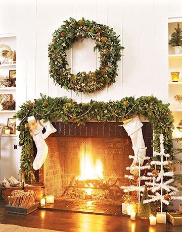 50+ Festive and Beautiful Ways to Decorate with Christmas Garlands ...