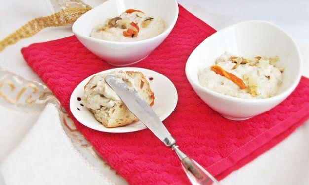 Salată de vinete cu ardei şi ciuperci