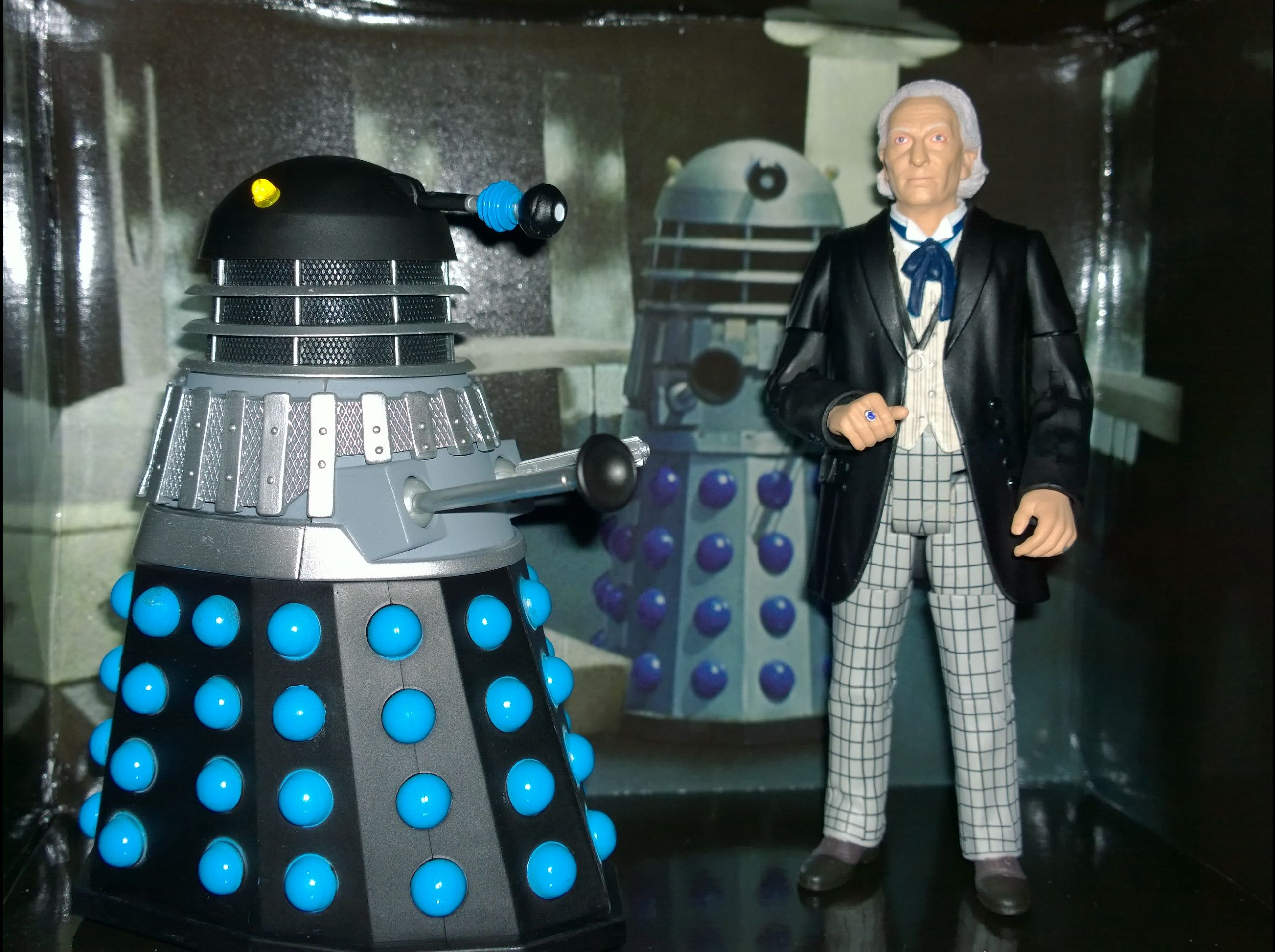 Doctor Who 1st Doctor And Supreme Dalek Action Figure Set From Toys R Us Doctor Who Merchandise Action Figures Doctor Who