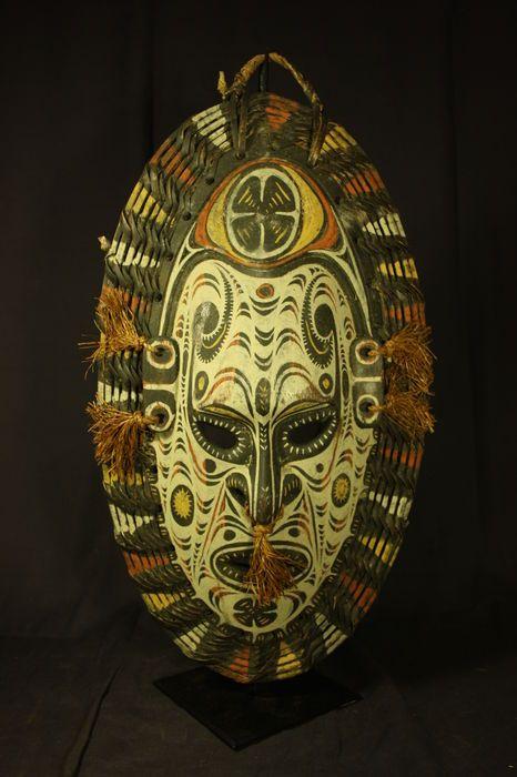 Maison de ventes aux enchères en ligne Catawiki  Masque en bois polychrome  — SEPIK — Papouasie-Nouvelle-Guinée 71e7965056b8