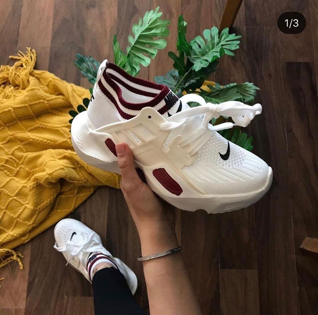 جديدنااااااا شوز نسائي من ماركة Nike خامه نظيفة جدا و أنيقه المقاسات من 36 41 بالإضافة إلى كيس اكلات خفيفه Sneakers Nike Nike Huarache Sneakers