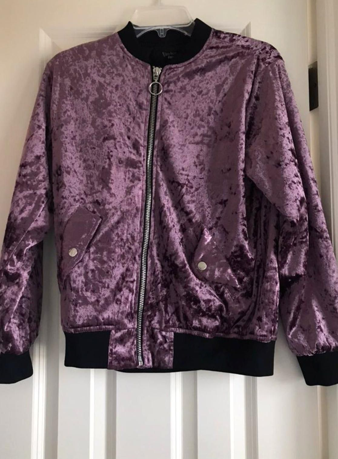 Forever 21 Purple Velvet Bomber Jacket Lightly Used Has Pockets With Buttons Ring On Zipper In 2020 Bomber Jacket Forever 21 Bomber Jacket Velvet Bomber [ 1516 x 1116 Pixel ]