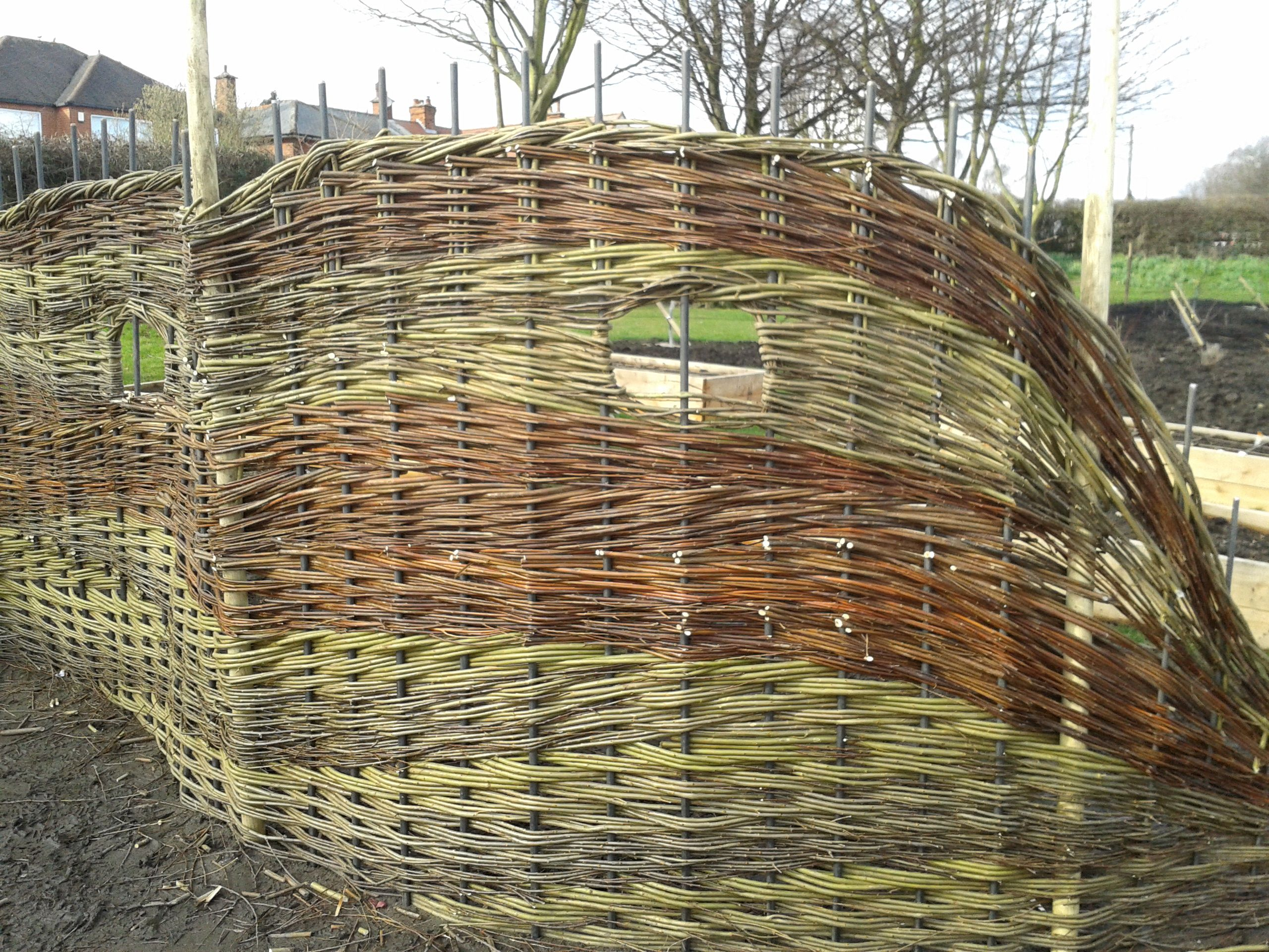 weaving fences with willow Google Search Weidenzaun