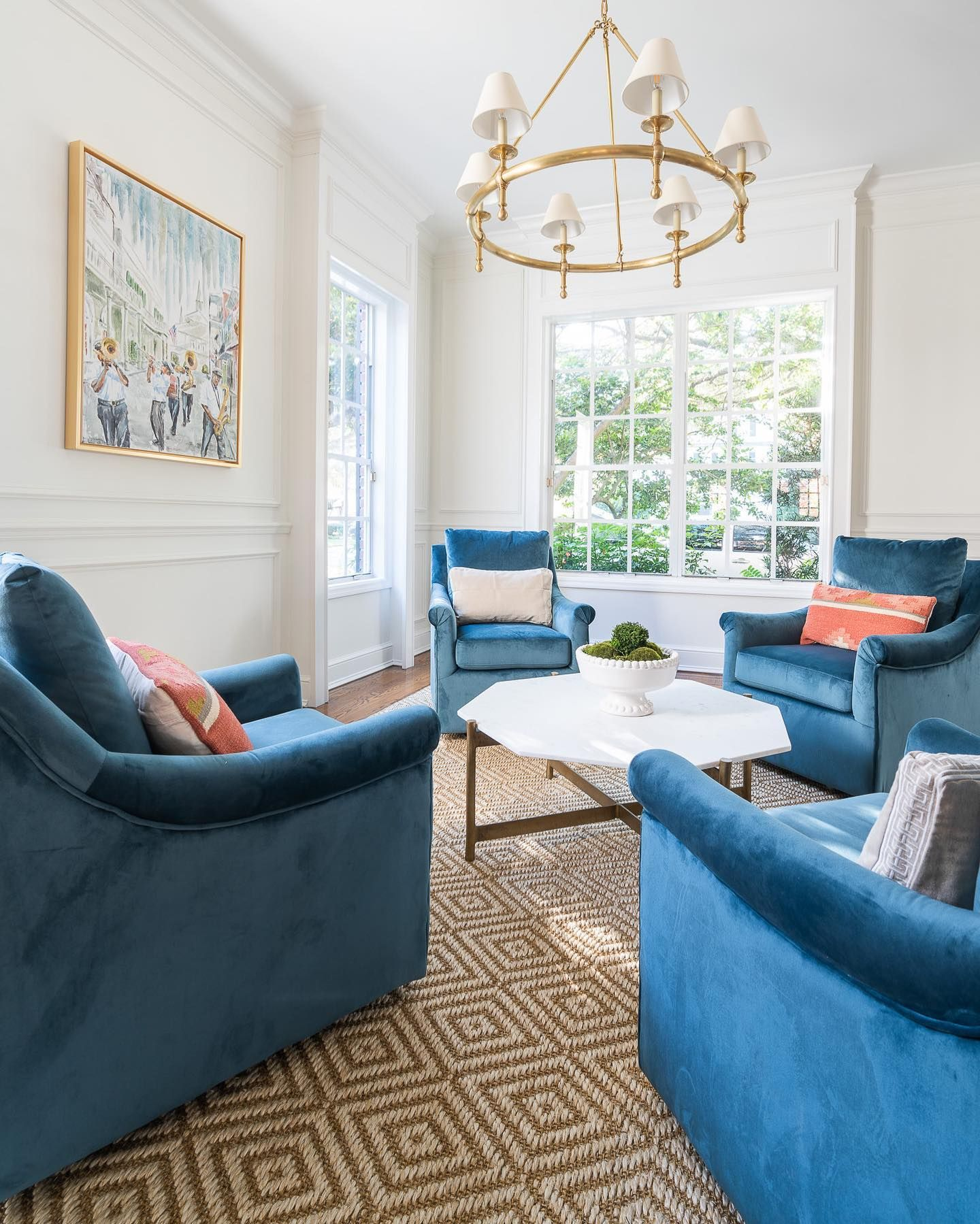 When a client gives me free reign, my true signature style comes through: an updated clean and classic design with a touch of color.  #hendricksoninteriors #interiordesign #tampainteriordesign #interiordecorator #tampainteriors #floridainteriors #beautifulspaces #homeinspiration #homegoals #homedecorating #interiorinspo #interiorlovers #myhousebeautiful #trasitionaldesign #designwithblue #tampalife #tampaliving #tampaprofessionals  #interiordesignideas #designwithblue #ballarddesigns #circalight