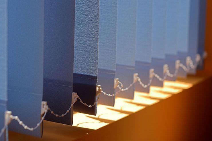 Ein Lamellenvorhang Als Optimaler Raumteiler Lamellenvorhang Lamellen Vorhang Vorhange
