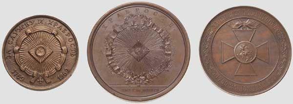 Drei Erinnerungsmedaillen aus Kupfer zur Gründung des St. Georgs-Ordens, Russland ab 1855 Erinner