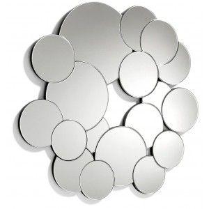 een prachtige en heel aparte spiegel als muurdecoratie in een ... - Spiegel Modern