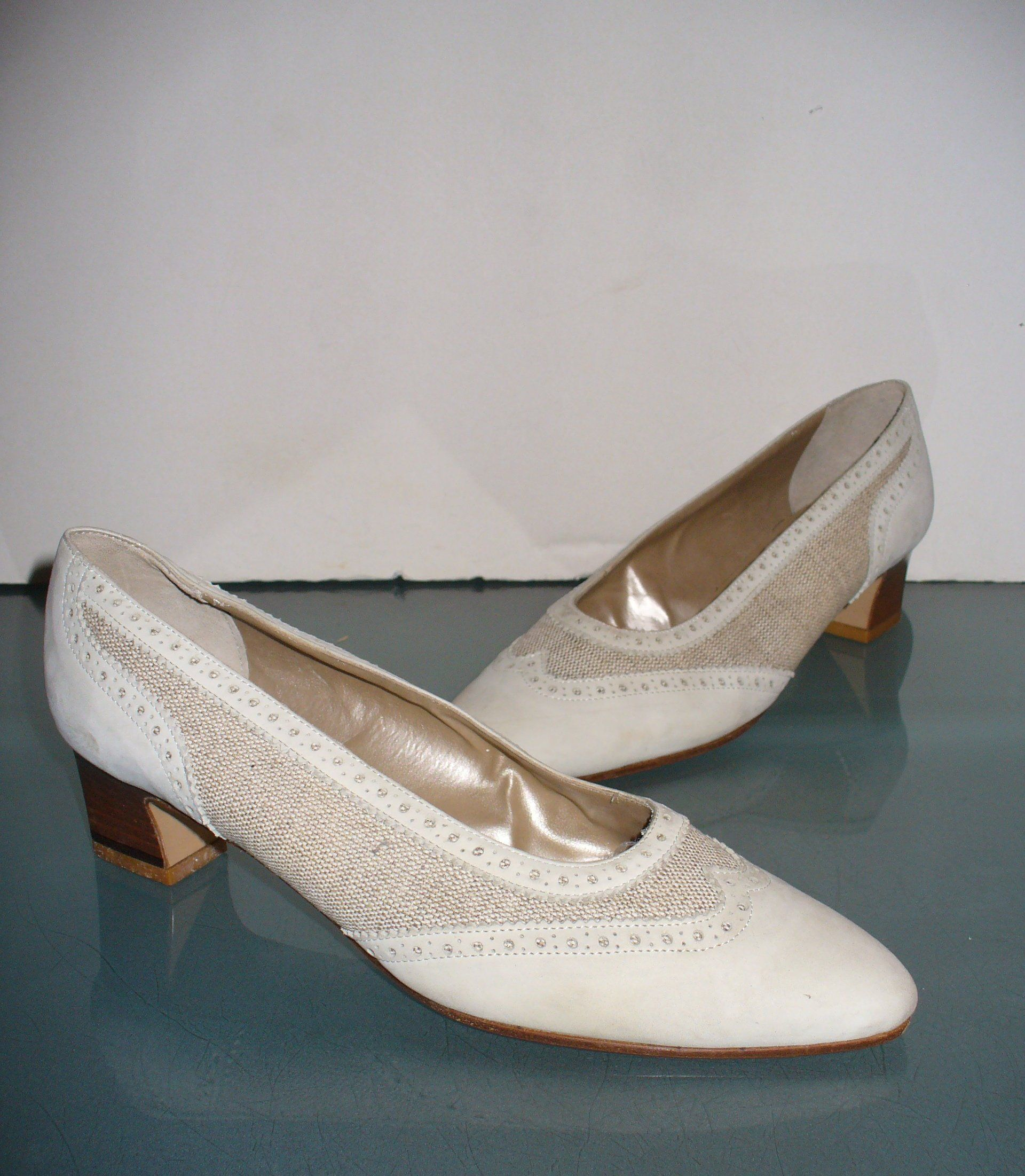 f8ab00cf3df Vintage Vaneli Made in Italy Cream Wingtip Spectator Pumps Size 8.5 ...
