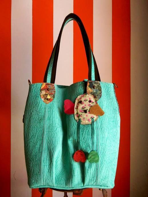 Bolsa de couro bovino, feita a mão. Kimidori.