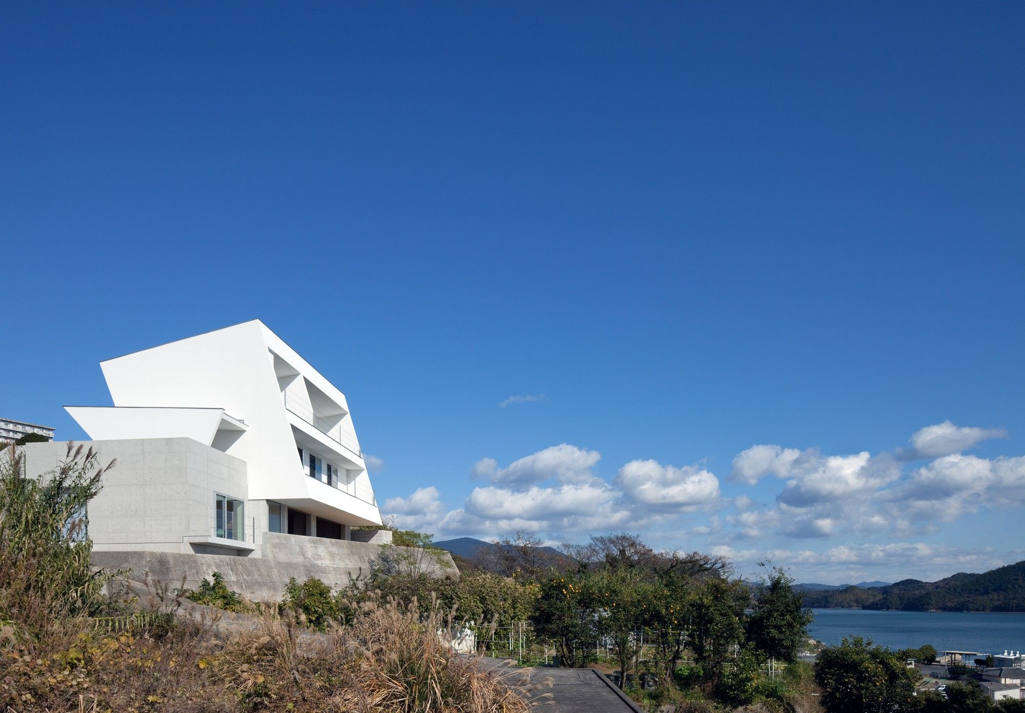 Gallery of IHouse / Architecture Show 9 Architettura
