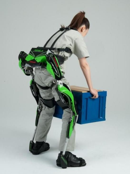 video kawasaki s power assist robot suit helps humans lift heavy objects lift heavy robot. Black Bedroom Furniture Sets. Home Design Ideas