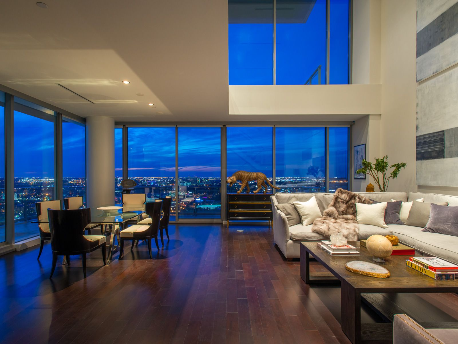 Agents In Dallas Choose The Top Luxury Brand Dallas Apartment Luxury Living Home