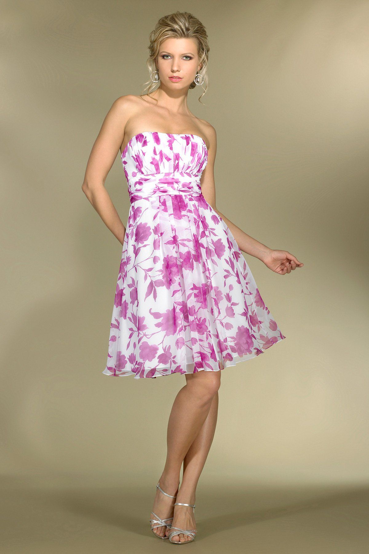 Floral print wedding dresses  This floral print chiffon dress is perfect for a summer wedding
