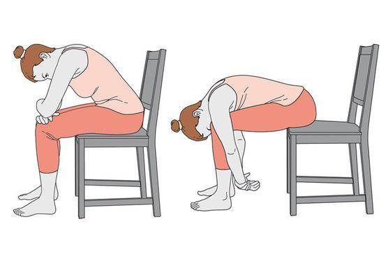 trois exercices de yoga sur une chaise pour mieux dormir le soir exercices de yoga mieux. Black Bedroom Furniture Sets. Home Design Ideas