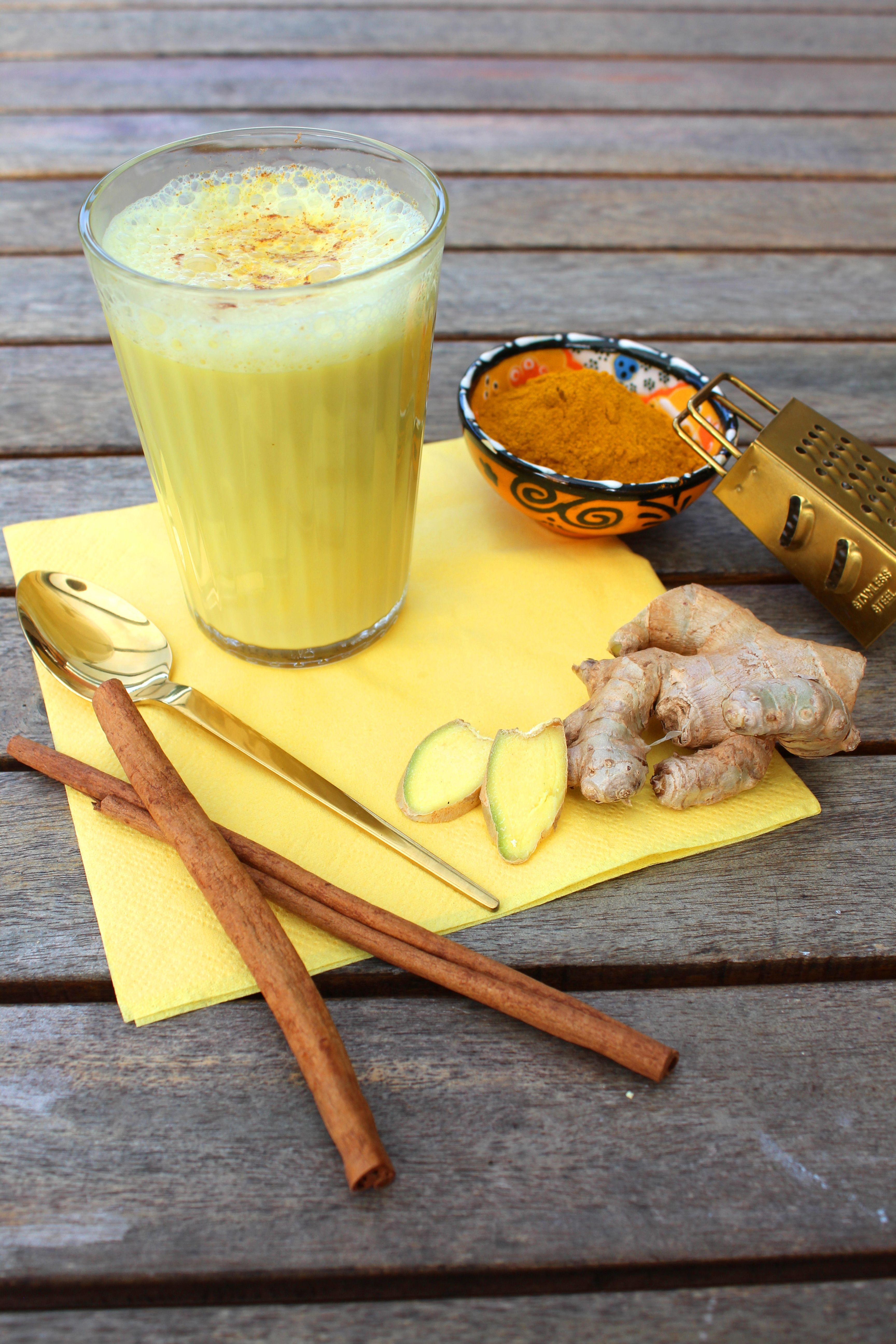 Kurkuma Latte Goldene Milch Mit Kurkuma Muskat Und Ingwer Das Rezept Dazu Findet Ihr Auf Unserer Website Unserem Instagram A Kurkuma Milch Rezepte Gewurze