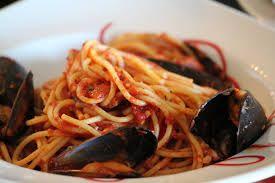 http://ryby.bonapetit.pl/ryba-po-japonsku Całe ryby natomiast filety powinny być wyposażonym mocne, lśniące ciałko natomiast jasne czerwone skrzela wolne  śluzu. Mąkę zmieszać z niewielką ilością zimnej wody, doliczyć do warzyw a sprawić do wrzenia ponownie, natomiast odtąd  sól. Szczypiorek pokroić ukośnie w cienkie pierścienie.  Krewetki z makaronem Krewetki  na ogniu. czosnek zwyczajny  natomiast krewetki smażyć na 2 łyżkach oleju na średnim ogni