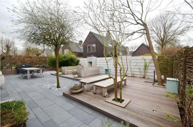 Grote Zwarte Tegels : Onderhoudsvriendelijke tuin. mooie grote zwarte tegels en leuk
