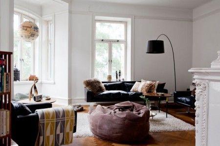 Paredes paneladas y suelo espigado de madera + Revista HSM Suelos - decoracion con madera en paredes