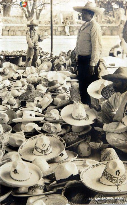 2f30aa7a961b3 Tipos Mexicanos Vendedor de Sombreros alrededor de 1930-1950 ...
