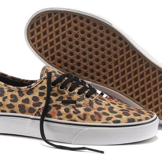 vans negras leopardo